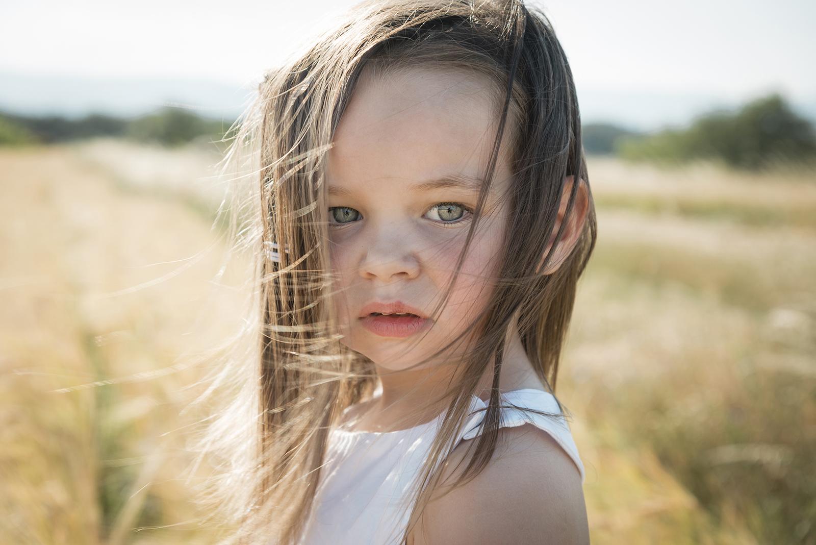 petite fille en été