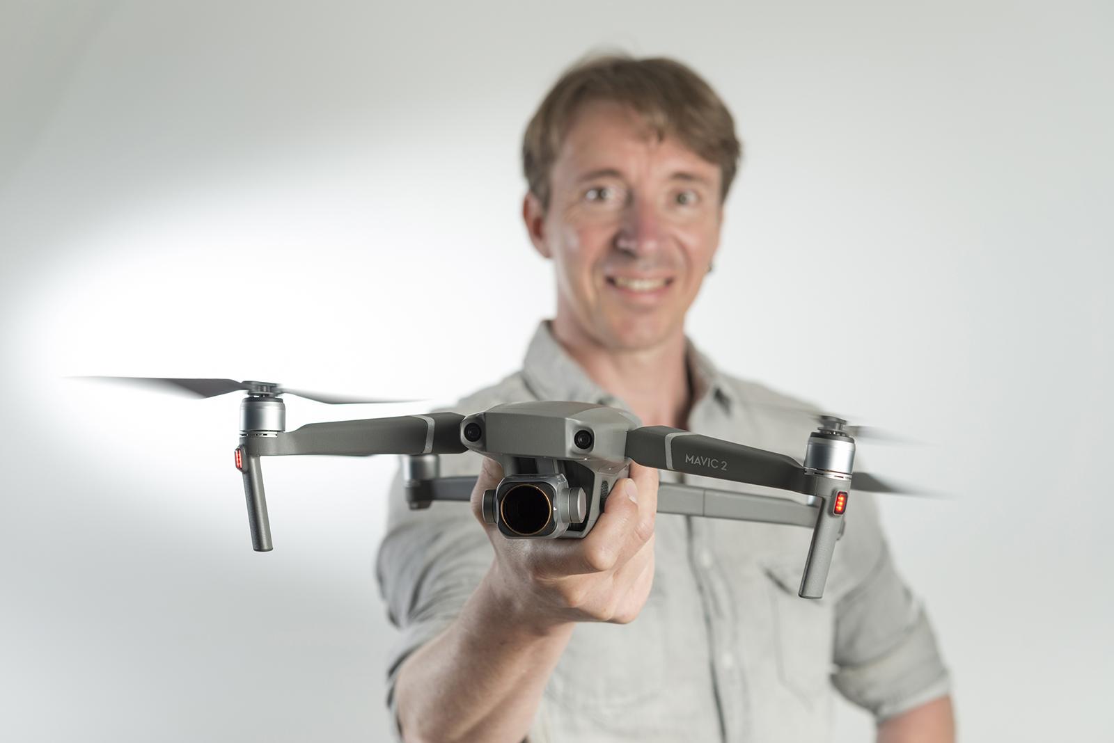 portrait pilot de drone en studio