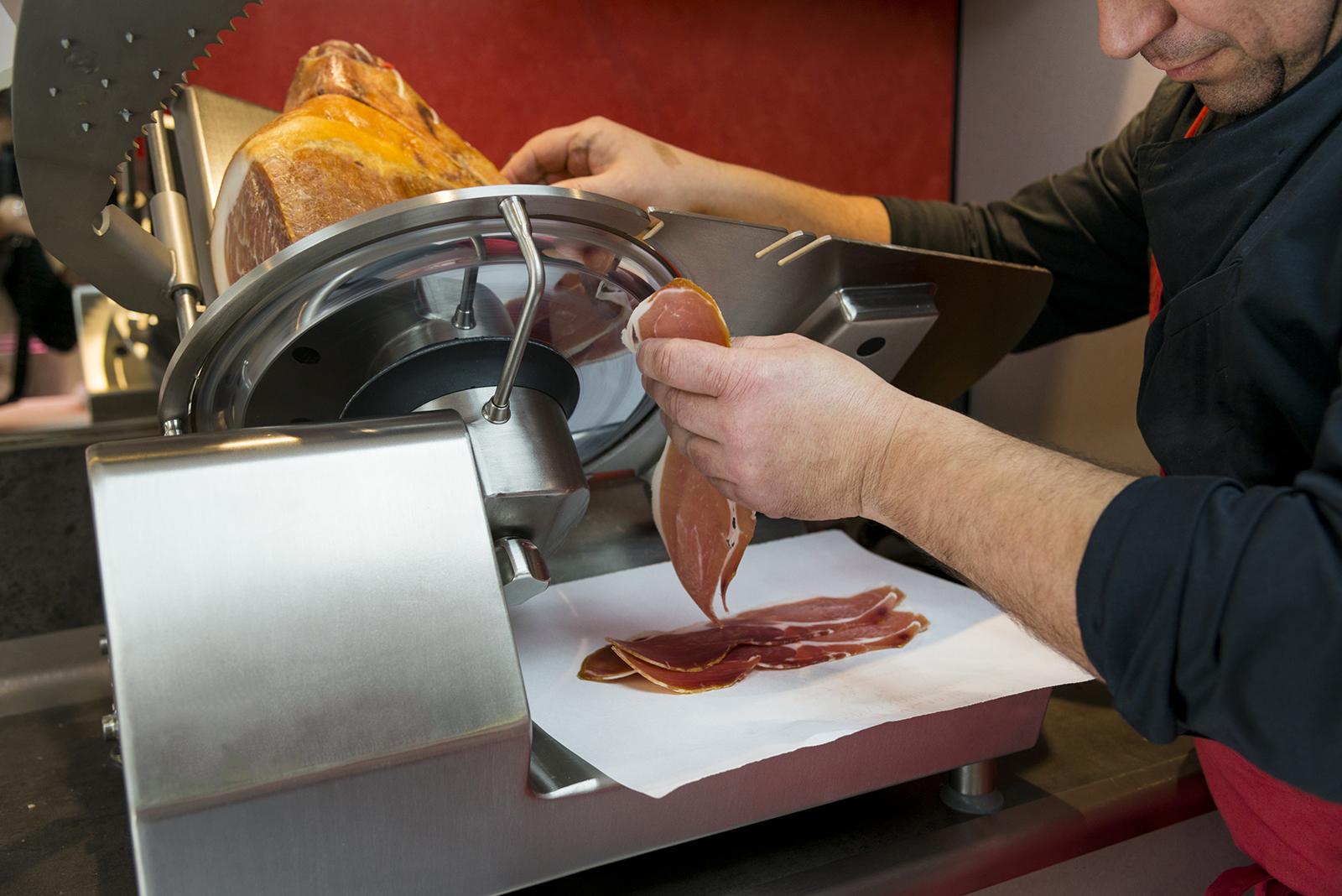 reportage boucherie decoupe de jambon
