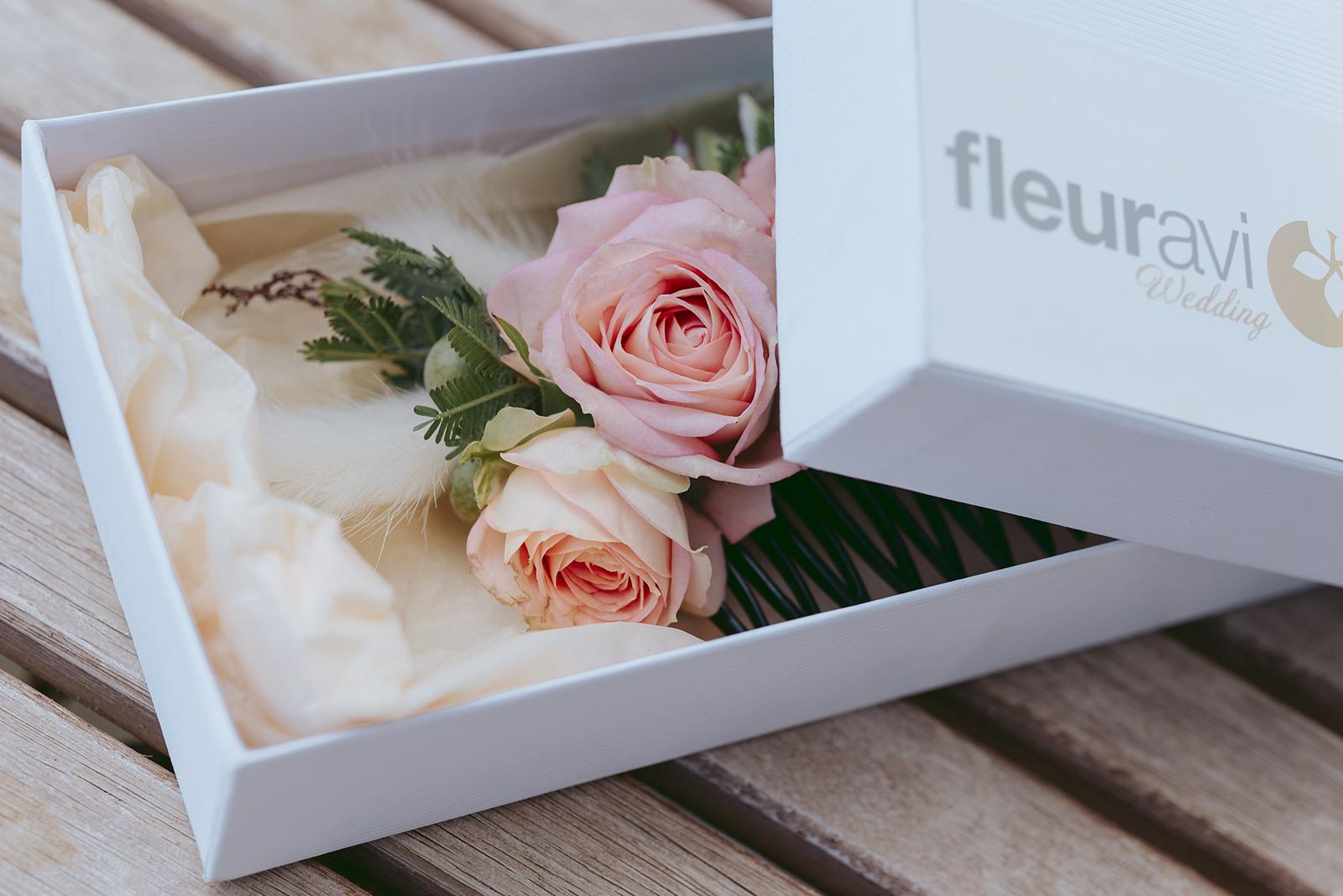 détails peigne fleuri pour mariage fleuravi