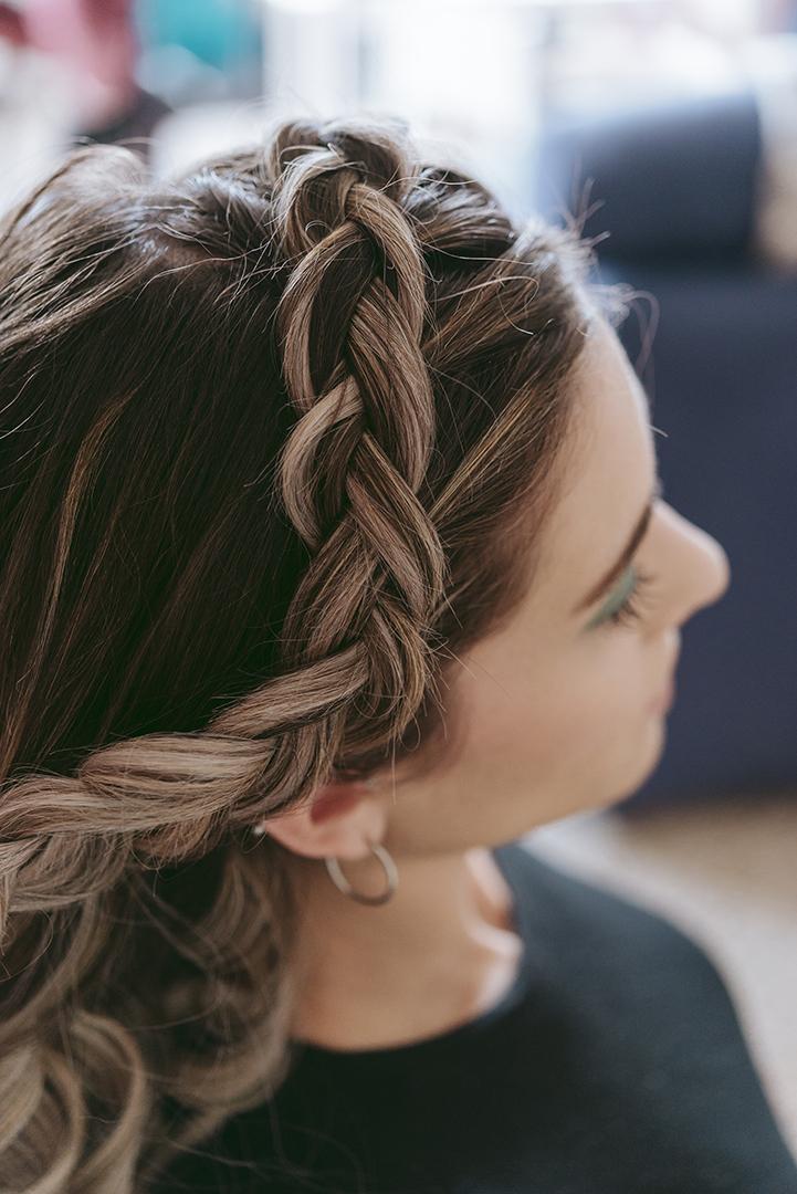 détail coiffure tresse