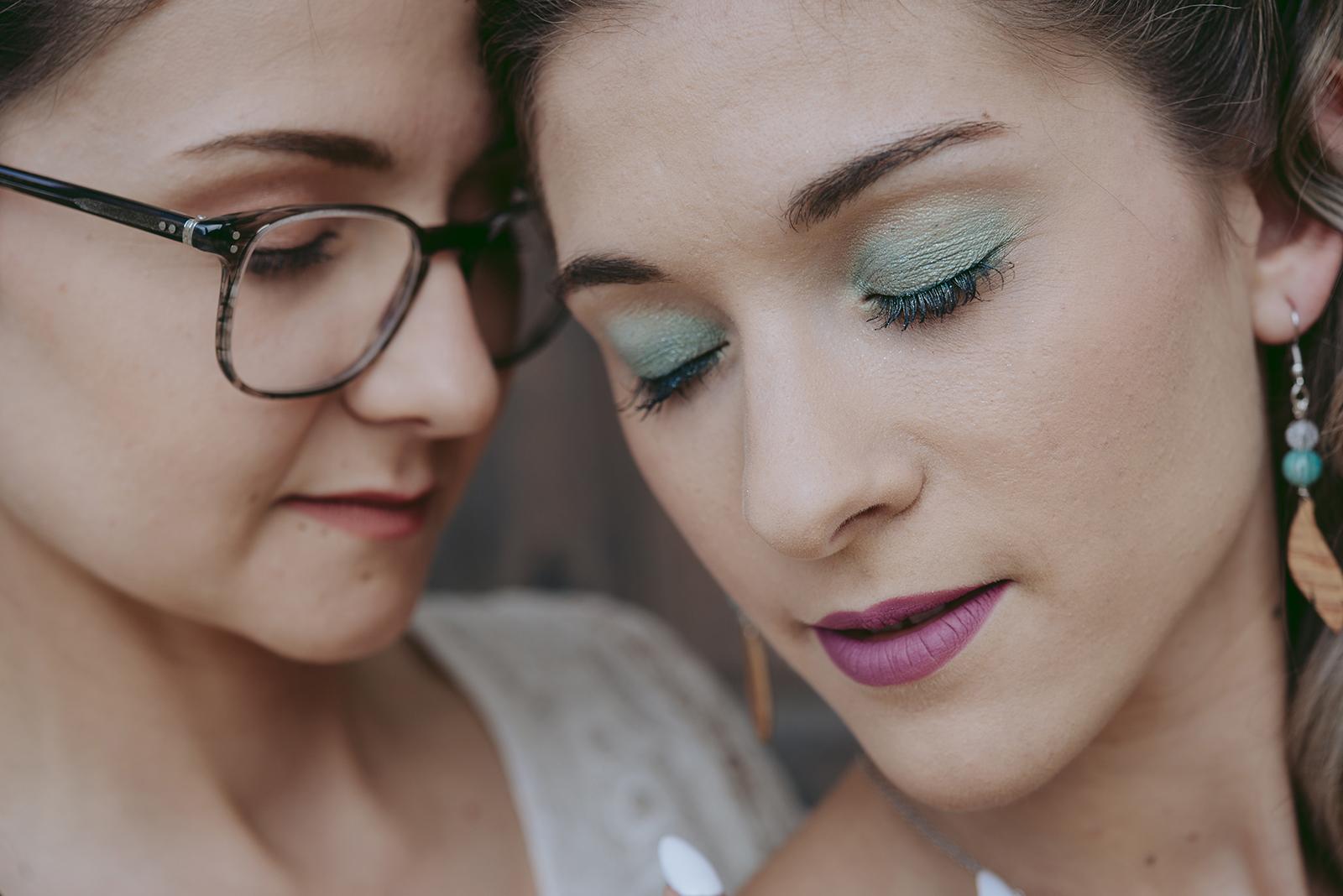gros plan sur maquillage des yeux vert