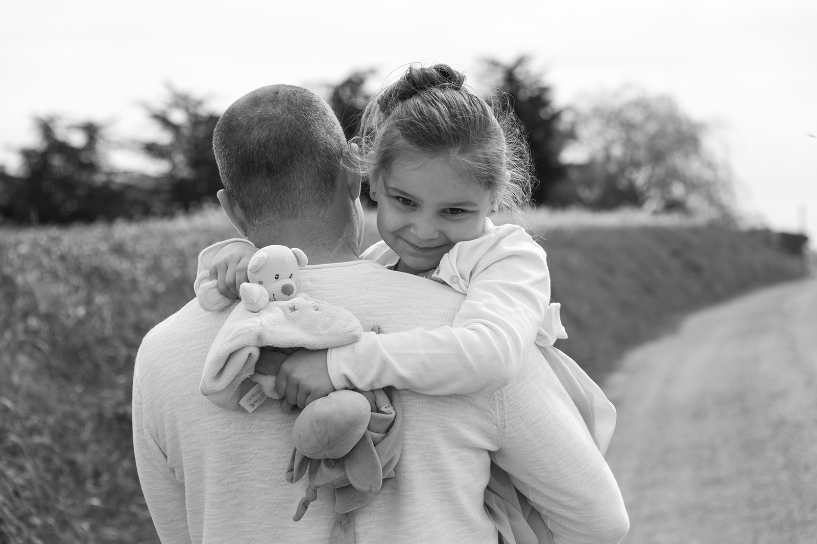 photo noir et blanc petite fille et son papa
