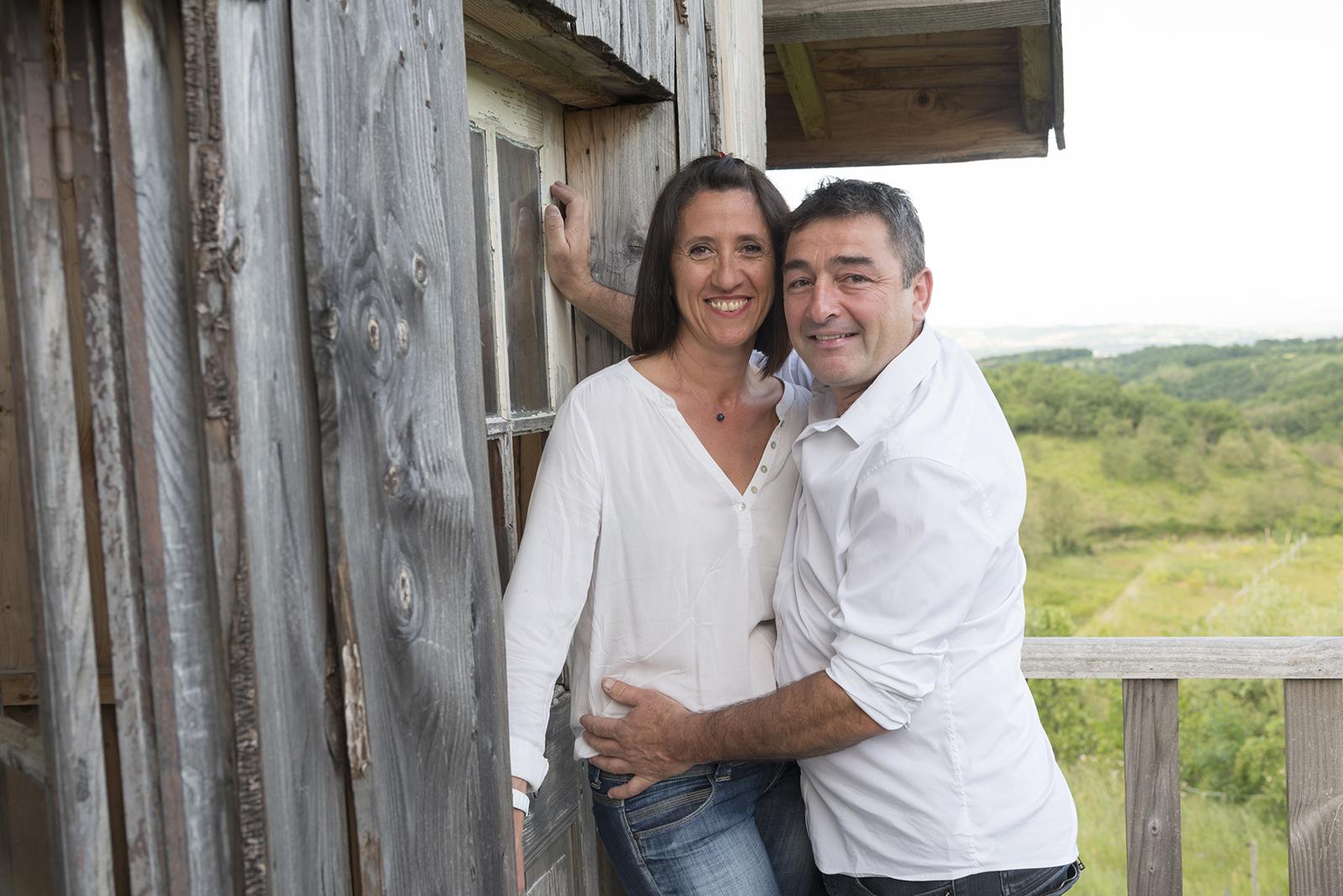 couple cabane bois