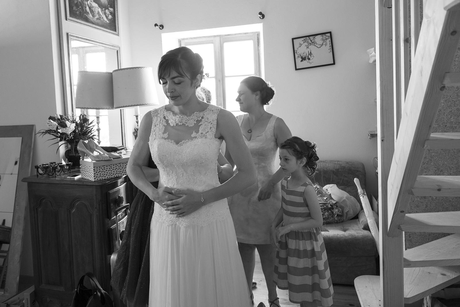 préparatif mariée photo en noir et blanc
