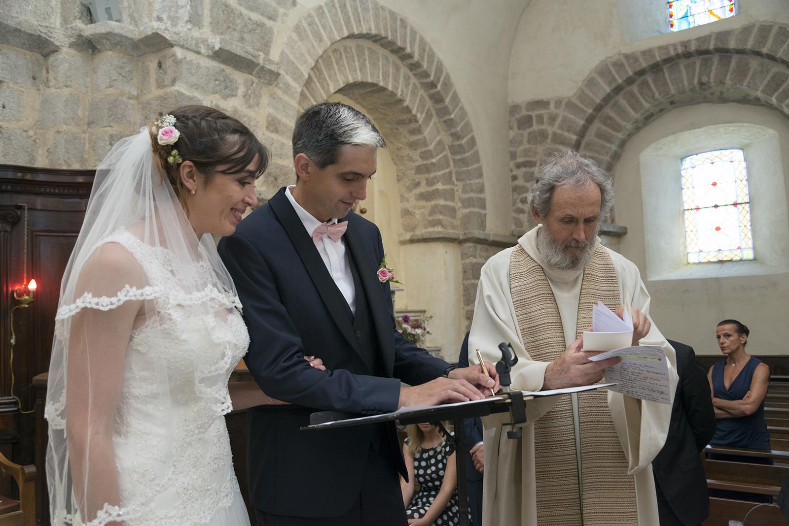 signature des registres à l'église de Saint Félicien