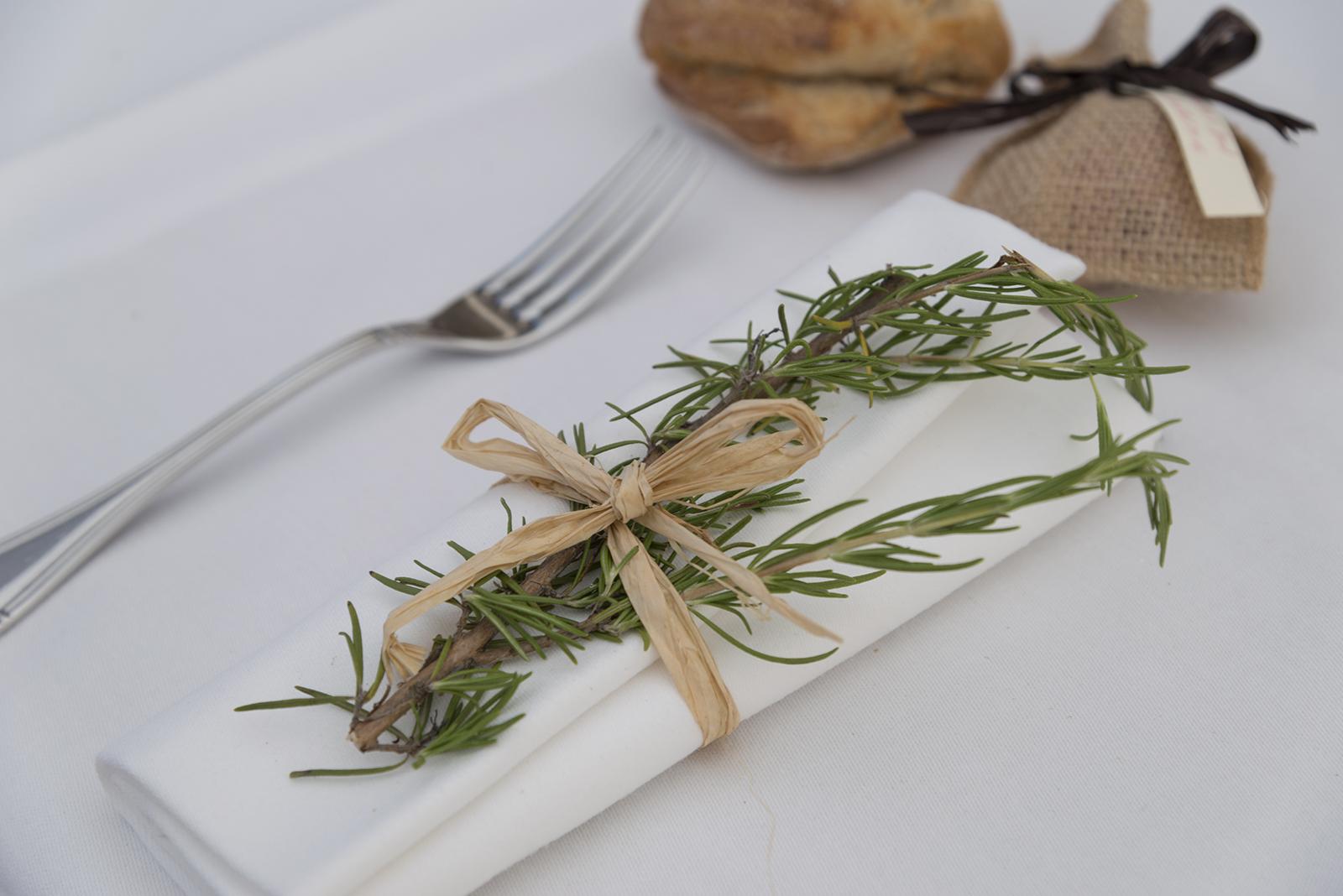 décoration de table mariage romarin