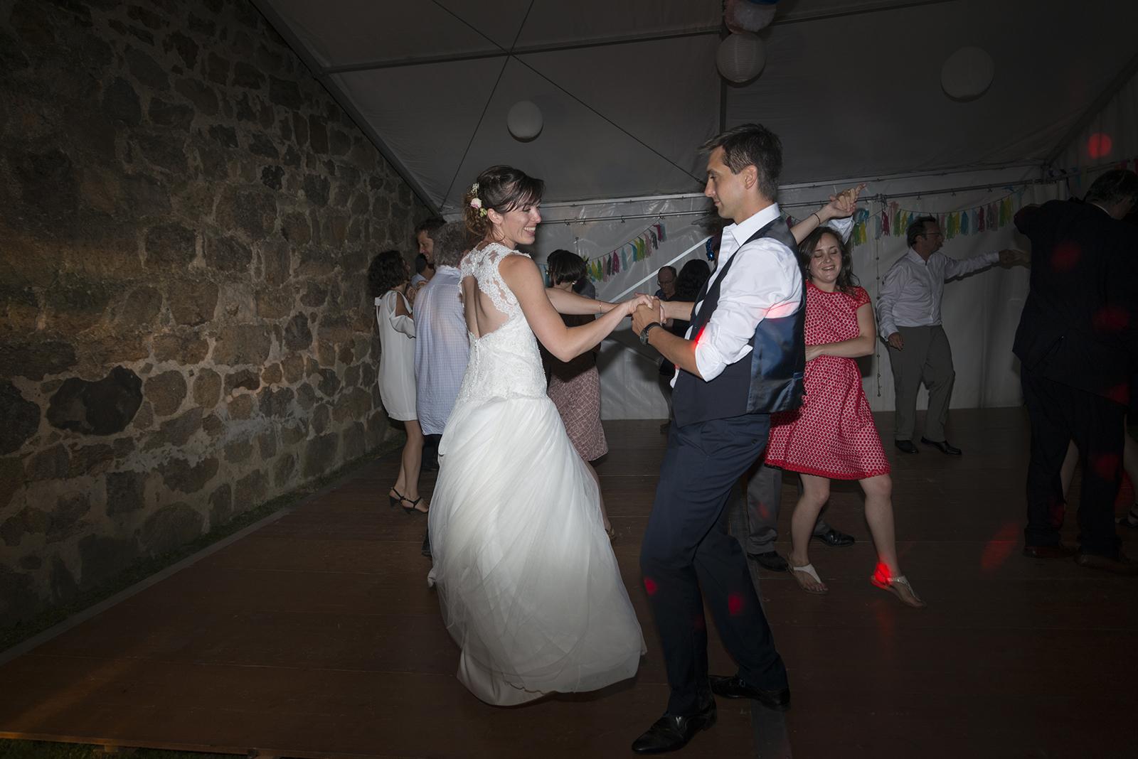 mariés qui dansent ouverture de bal saint Félicien