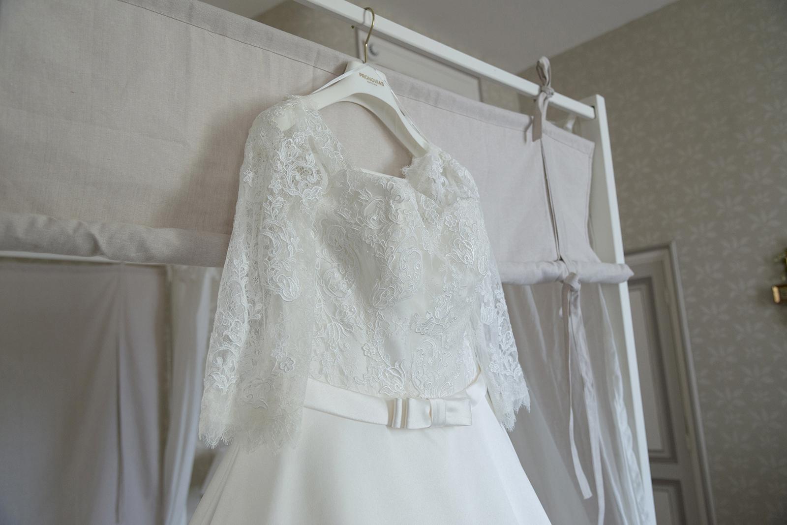 robe de mariée pronovia au château des Gaudras à Roiffieux