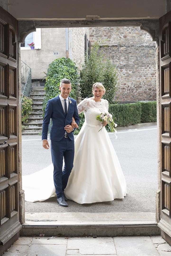 l'arrivée de la mariée à l'église de roiffieux avec son frère