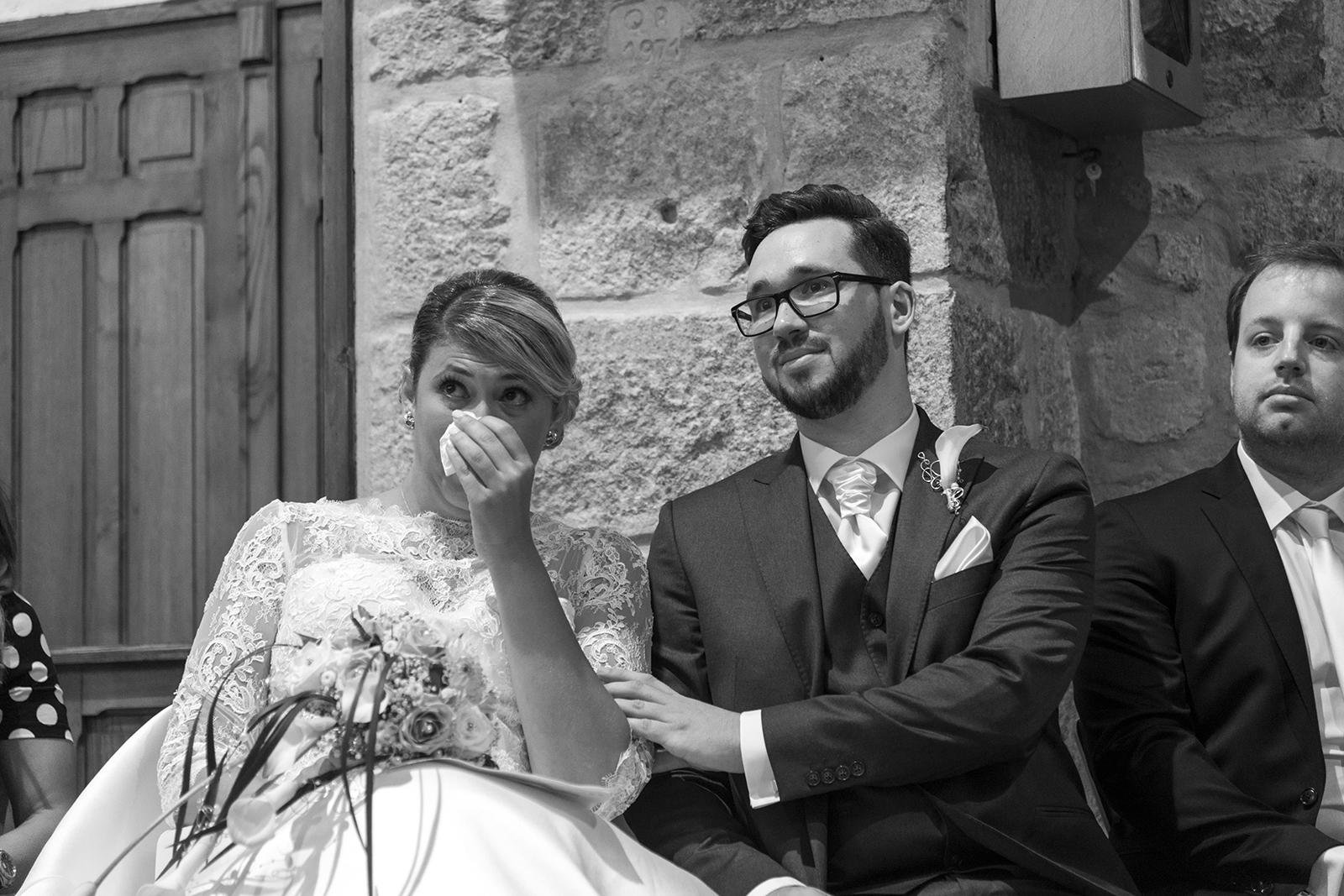 mariés emus à l'église de roiffieux