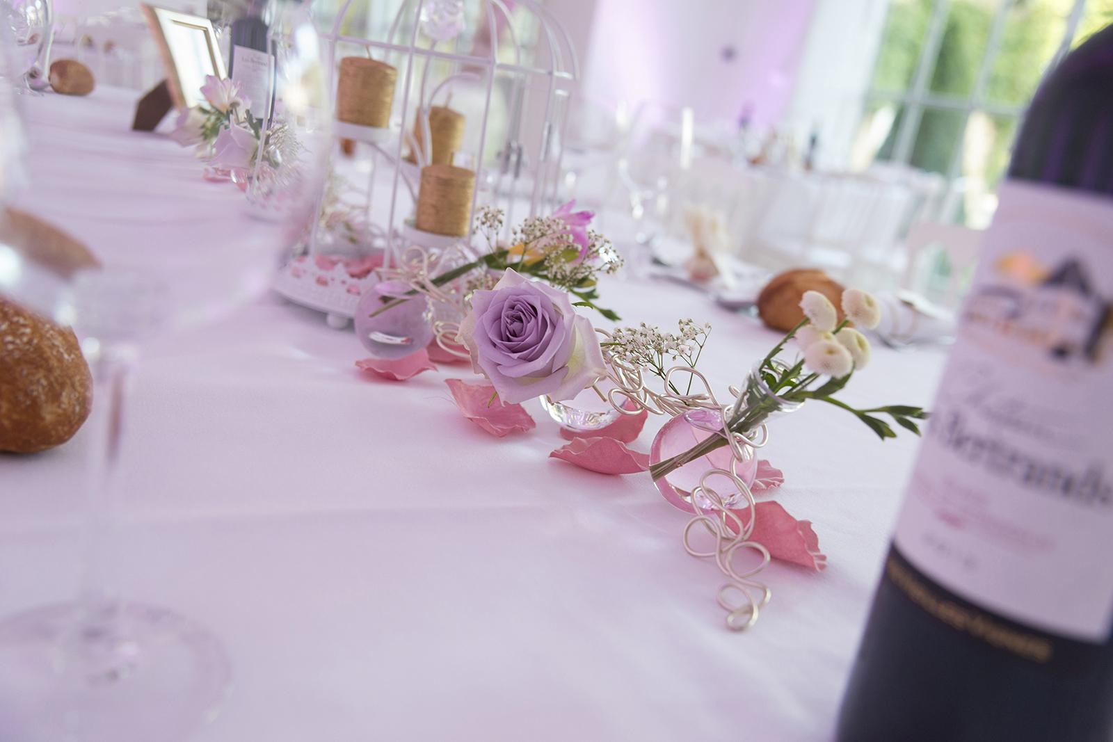 déco de table mariage chic rose au château des Gaudras à Roiffieux