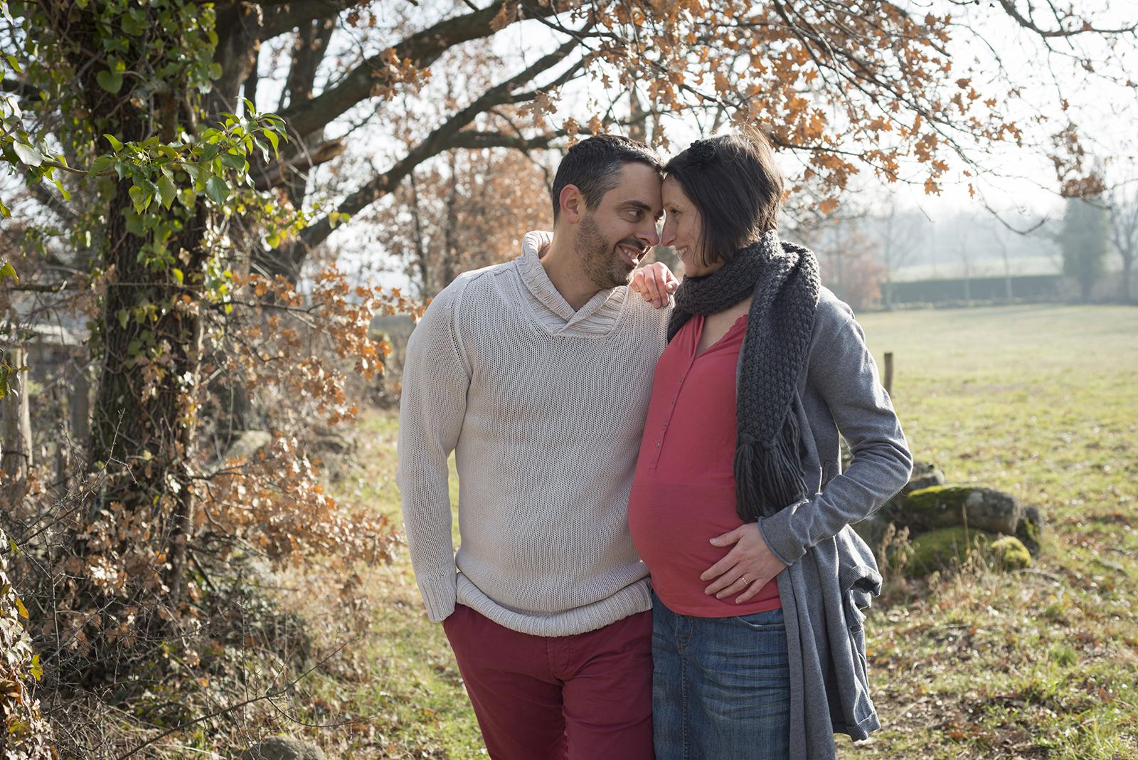 couple femme enceinte en hiver