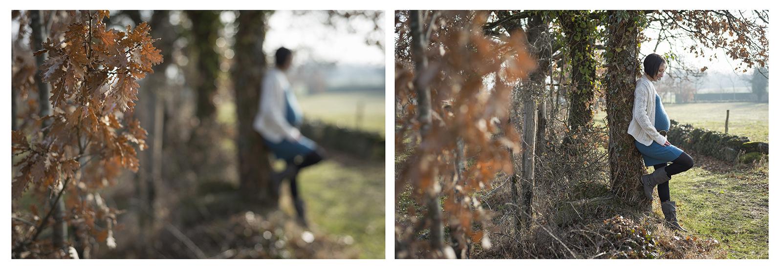 femme enceinte adossé à un arbre aux couleurs d'automne