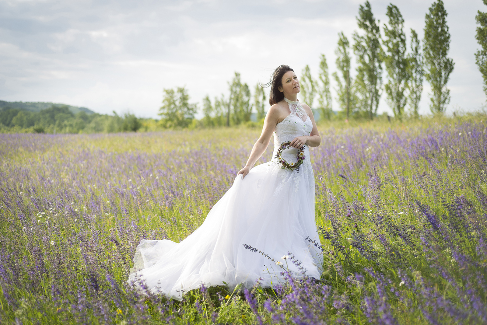 mariée seule dans le vent
