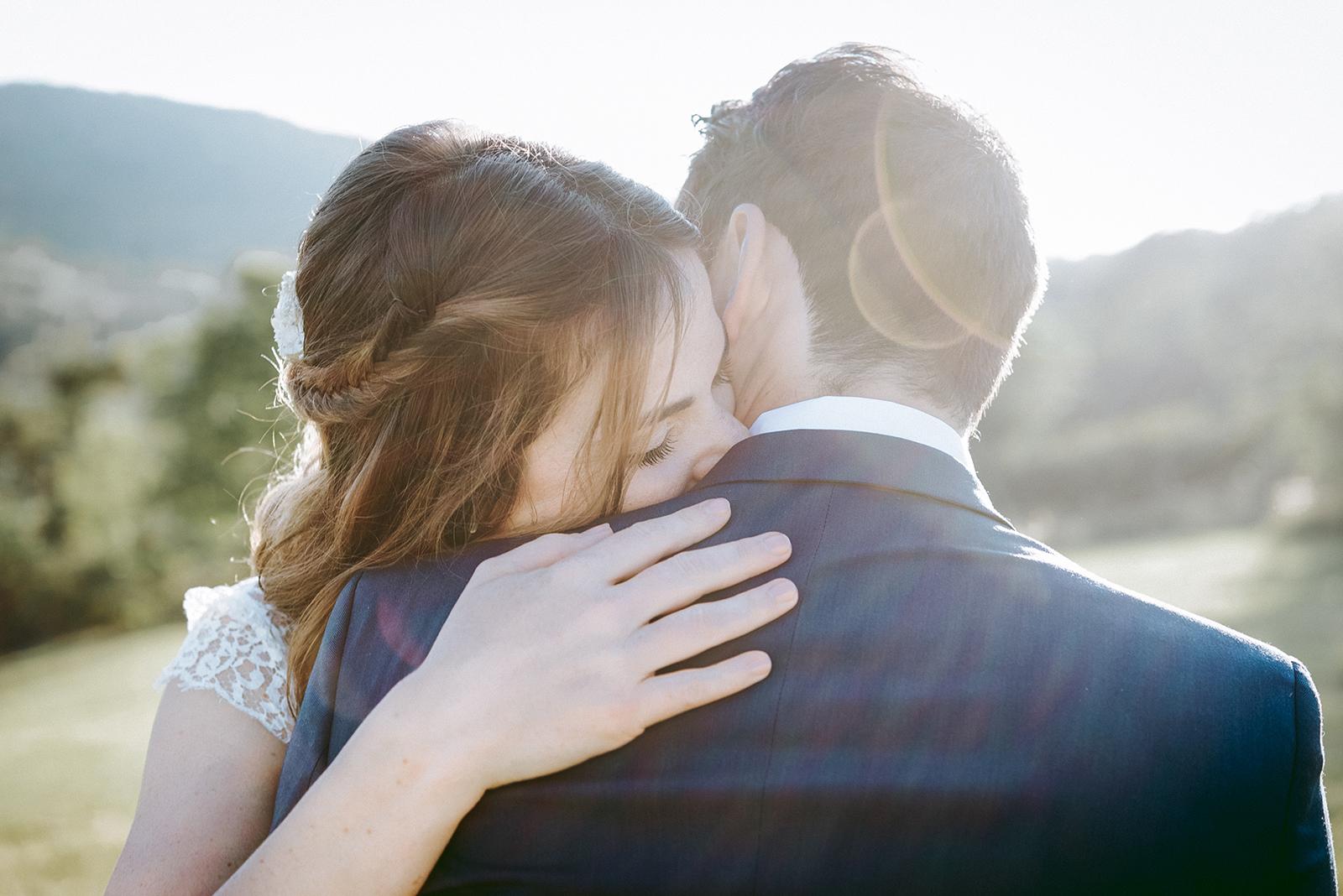 calin de mariés